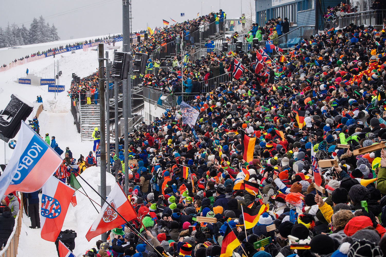 Biathlon-Weltcup in Oberhof . Besuchertribüne im Stadion am Grenzadler . Thüringen (Foto: Jens Gutberlet)